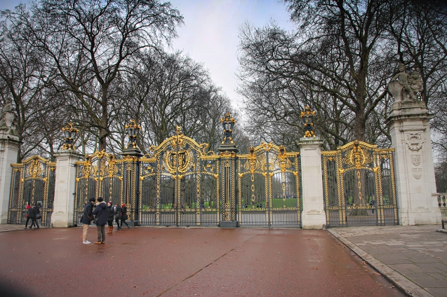 The Canada gate in front of Buckingham palace